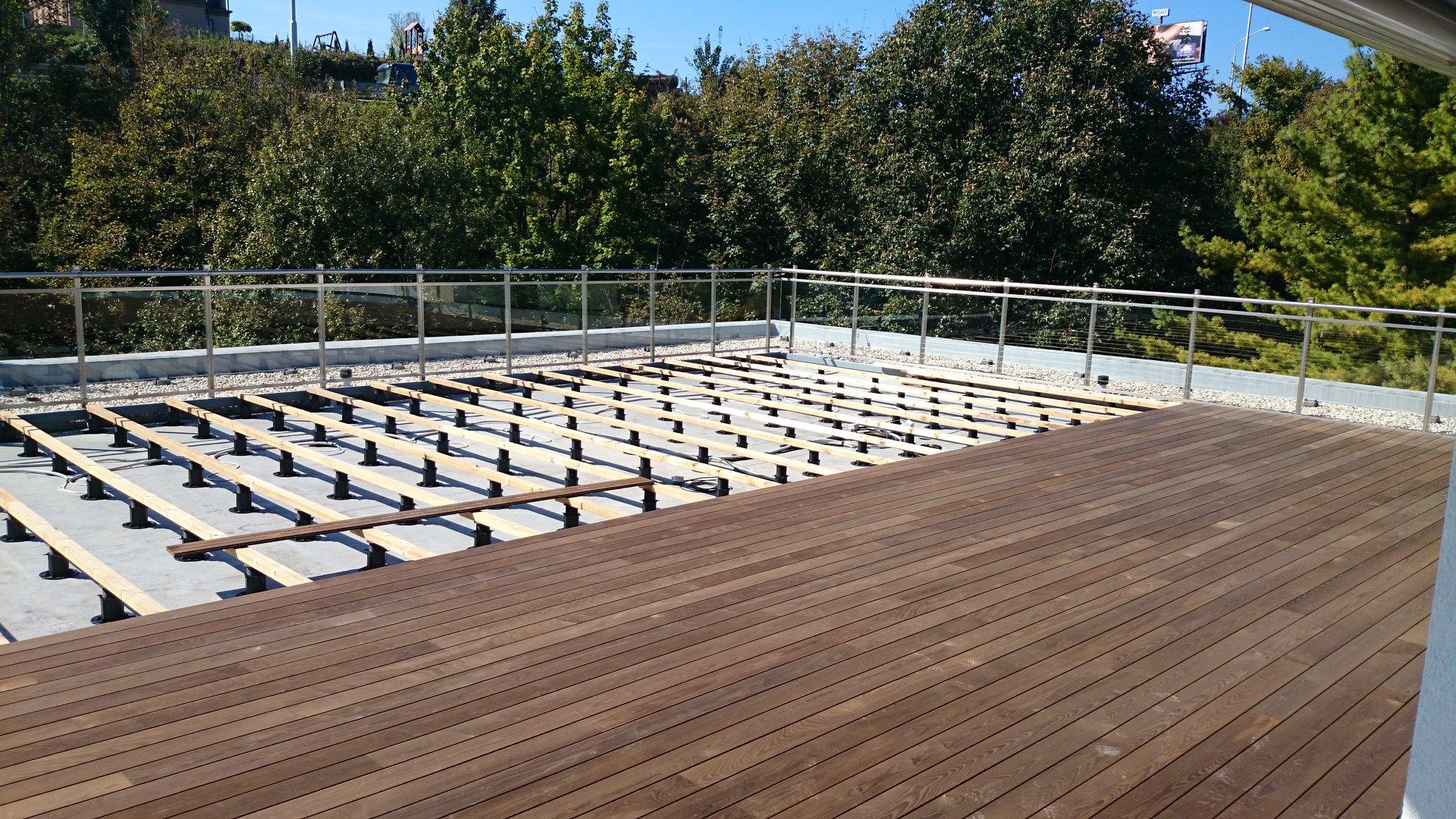 Thi công sàn nhựa giả gỗ ngoài trời ở TPHCM